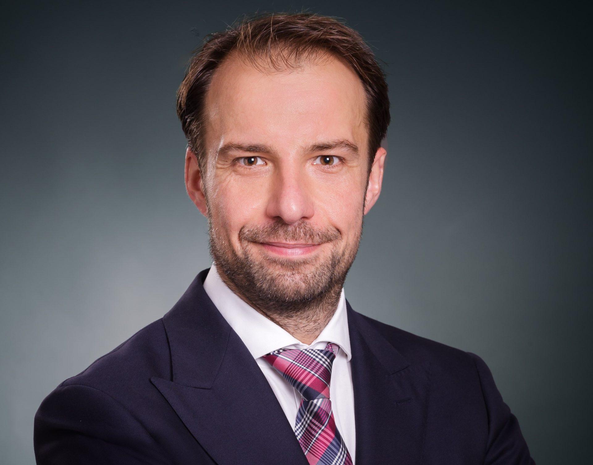 Dr.-Ing. Thorsten Büker